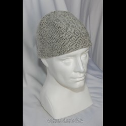 Woolen hat in diamond pattern