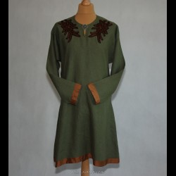 Woolen tunic decorated with embroidery from Arhus
