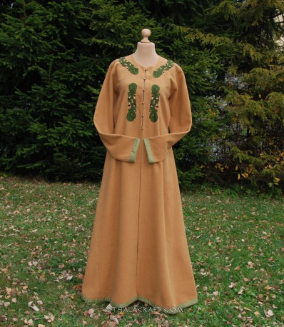Viking lady coat with embriodery and silk