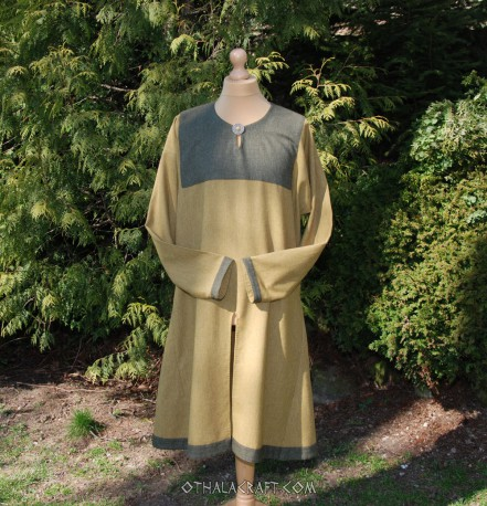 Woolen Viking tunic with silk and embroidery
