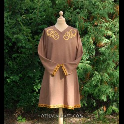 Woolen tunic with embroidery