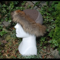 Red and beige woolen hat with fur