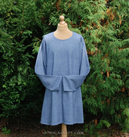 Woolen tunic with braid and embroidery from Gosforth