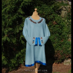 Linen tunic with embroidery in Mammen style