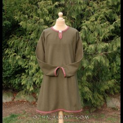 Green woolen tunic decorated tablet braid