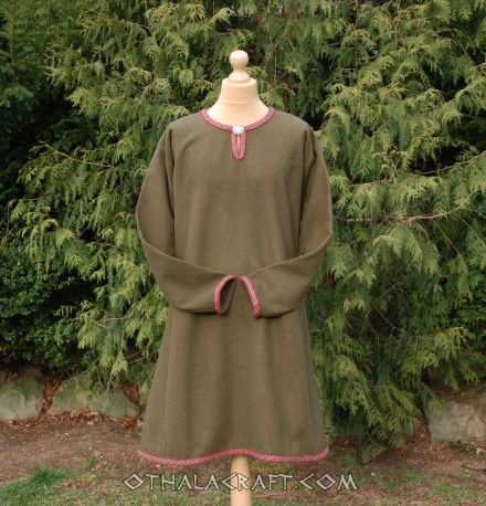 Brown woolen tunic decorated tablet braid