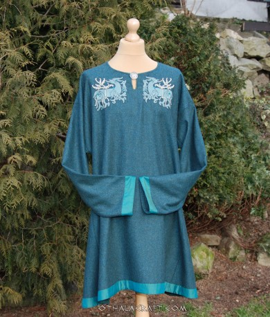 Woolen Viking tunic with brickband and embroidery