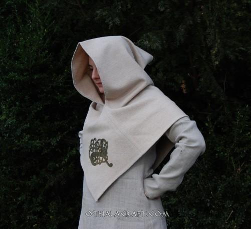 Grey hood from Skjoldehamn - embroidery motif from a Scandinavian buckle