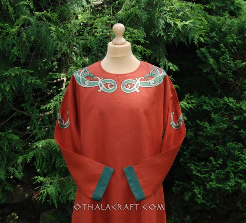 Linen tunic decorated with braid and embroidery from Oseberg