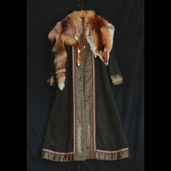 Green Viking lady coat with embroidery, silk and fox skin