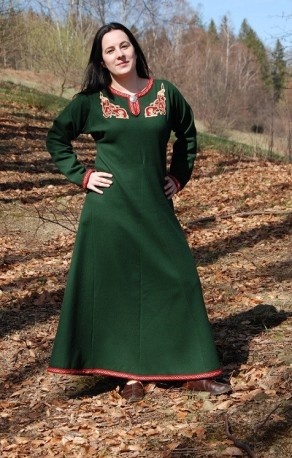 Set - green woolen dress decorated with embroidery, tablet braid and hood for a Viking lady