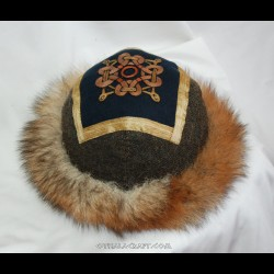 Brown hat with embroidery