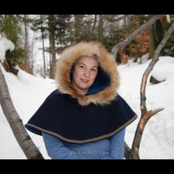 Woolen hood from Hedeby with fur