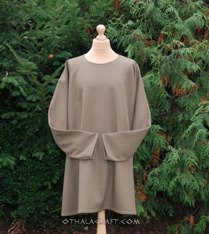 Simple woolen tunic – brown