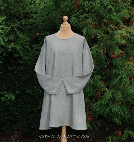 Simple linen tunic with cut at side – Row linen