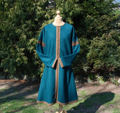 Brown woolen caftan with embroidery
