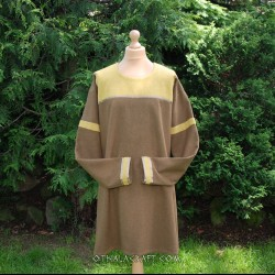 Woolen tunic decorated with light red wool