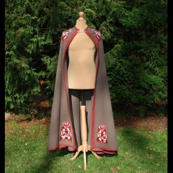 Semicircle coat with embroidery