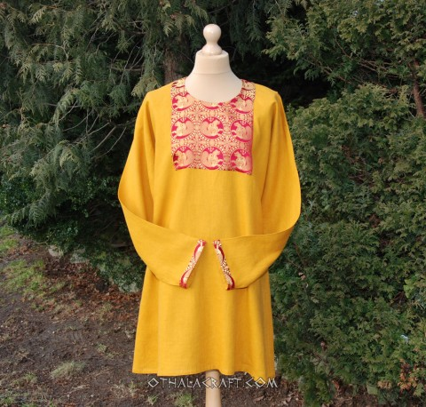 Green linen tunic decorated with diamond linen