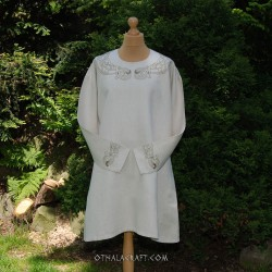 Linen tunic with embroidery