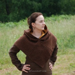 Brown woolen hood from Skjoldehamn with lining